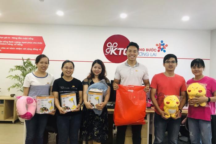 Chào mừng Quốc tế Thiếu nhi 01/06 , KTG tổ chức tặng nhiều phần quà hấp dẫn cho các bé.
