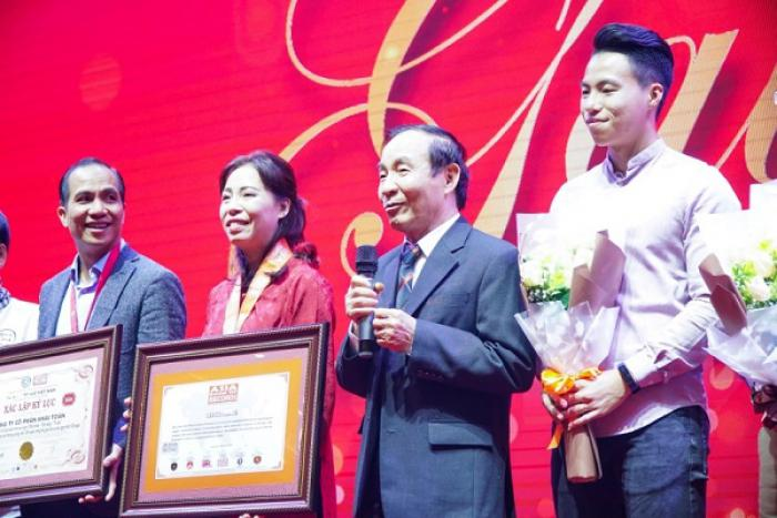 """THE JOURNEY """"HEALTHY BODY - BRIGHT HEART - HIGH MIND"""" WAS OFFICIALLY AWARDED VIETNAM AND ASIAN RECORD CERTIFICATES"""